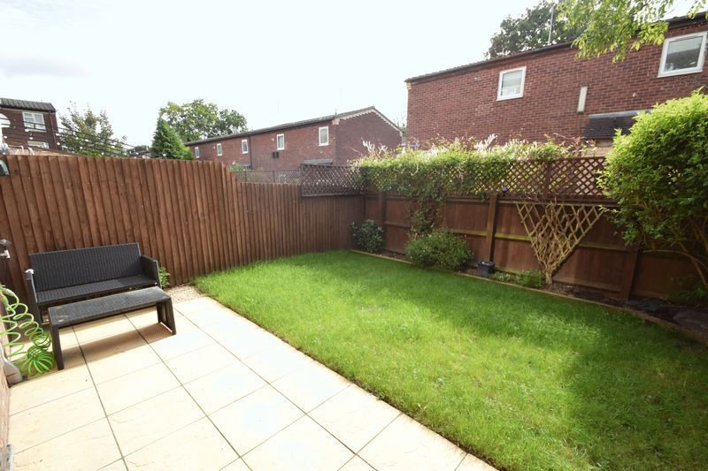 2 bed house for sale in Bushley Close 3