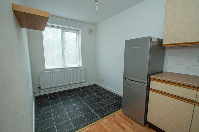2 bed house for sale in Bushley Close 6