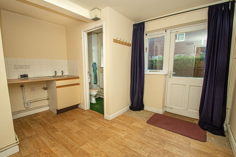 2 bed house for sale in Bushley Close 9