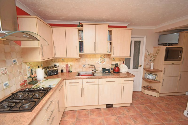 3 bed bungalow for sale in Ridge Road  - Property Image 5