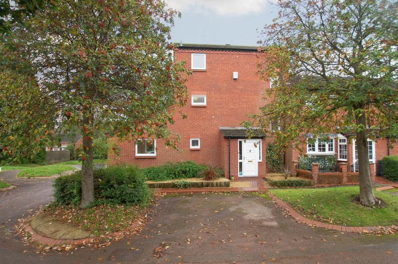 5 bed house for sale in Upper Field Close - Property Image 1