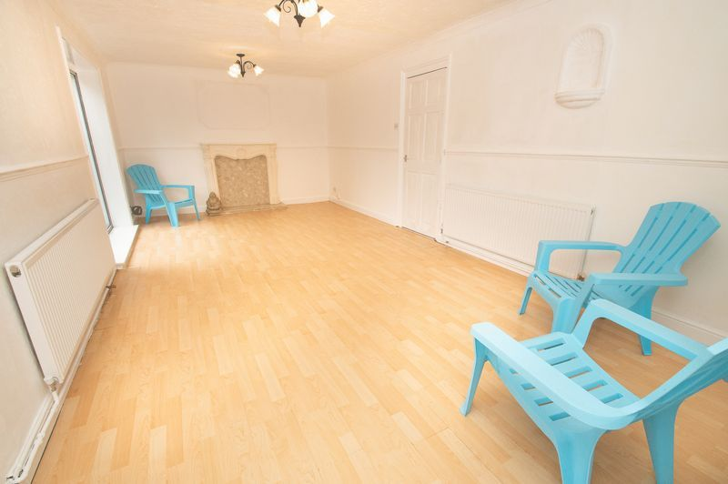 5 bed house for sale in Upper Field Close  - Property Image 2