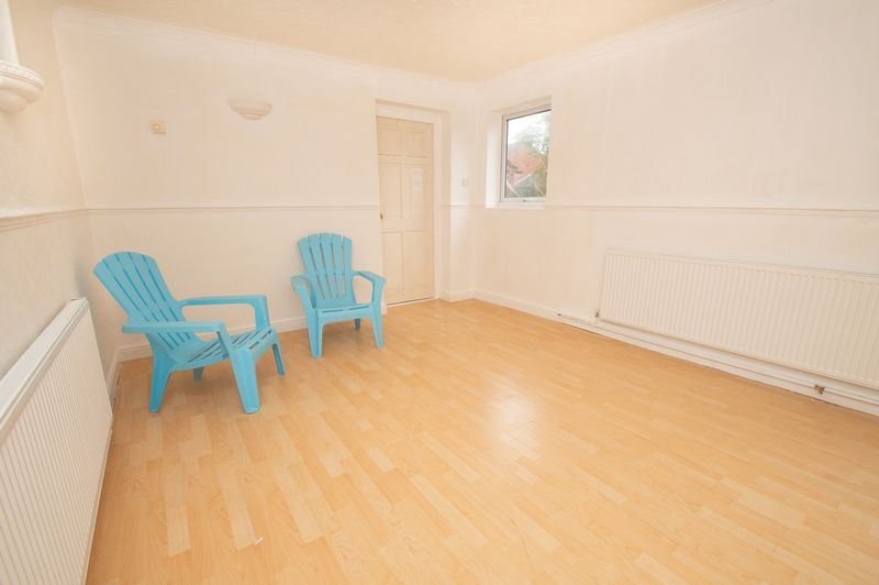 5 bed house for sale in Upper Field Close  - Property Image 4