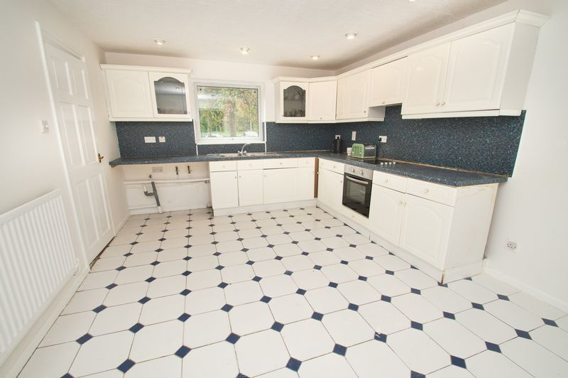 5 bed house for sale in Upper Field Close  - Property Image 5