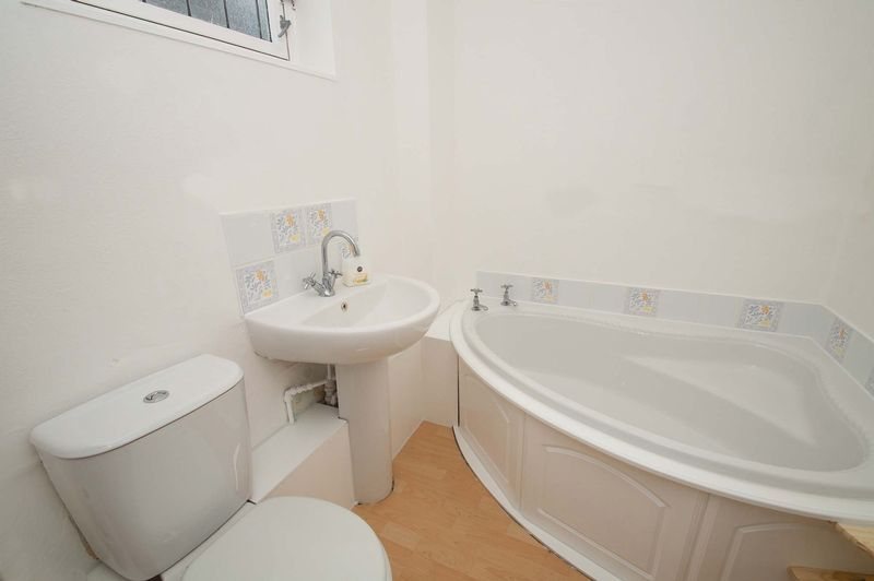 5 bed house for sale in Upper Field Close  - Property Image 7