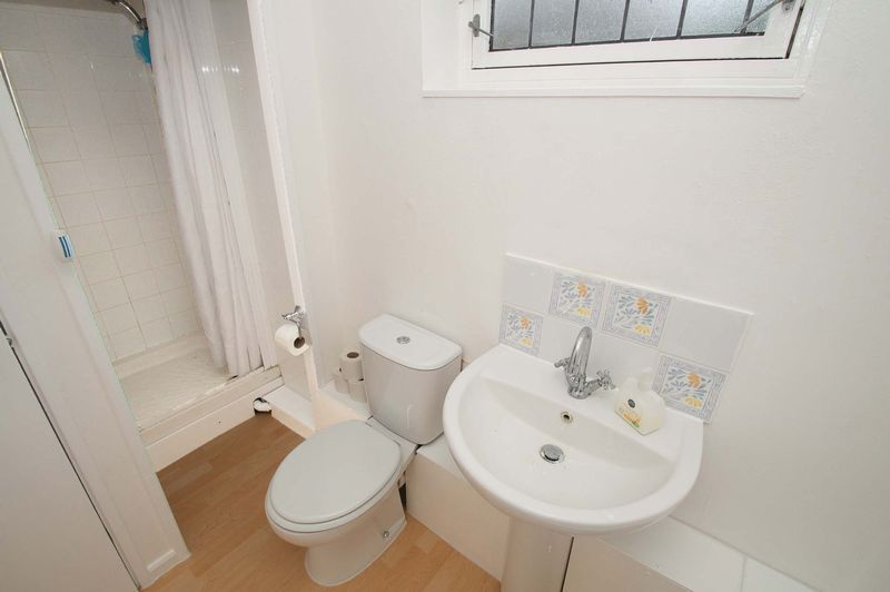 5 bed house for sale in Upper Field Close  - Property Image 8