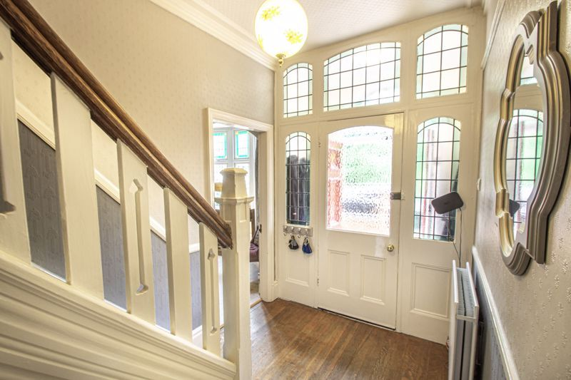 4 bed house for sale in Salop Road  - Property Image 2