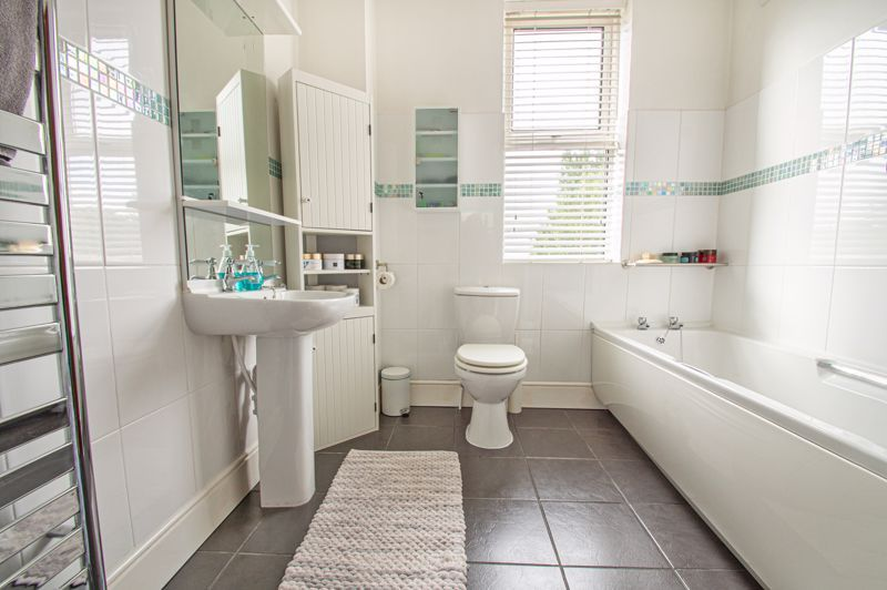 4 bed house for sale in Salop Road  - Property Image 11