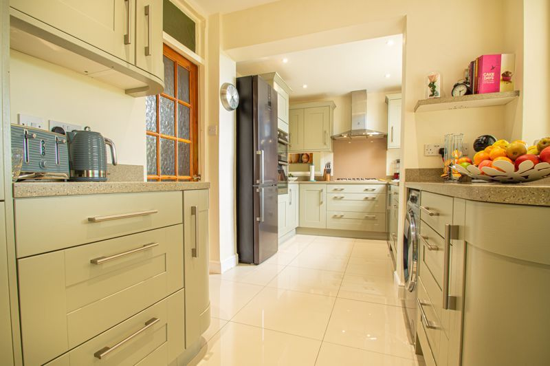 4 bed house for sale in Salop Road 6