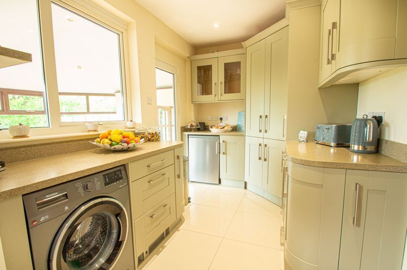 4 bed house for sale in Salop Road  - Property Image 7