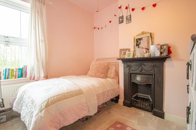 4 bed house for sale in Thorns Road  - Property Image 12