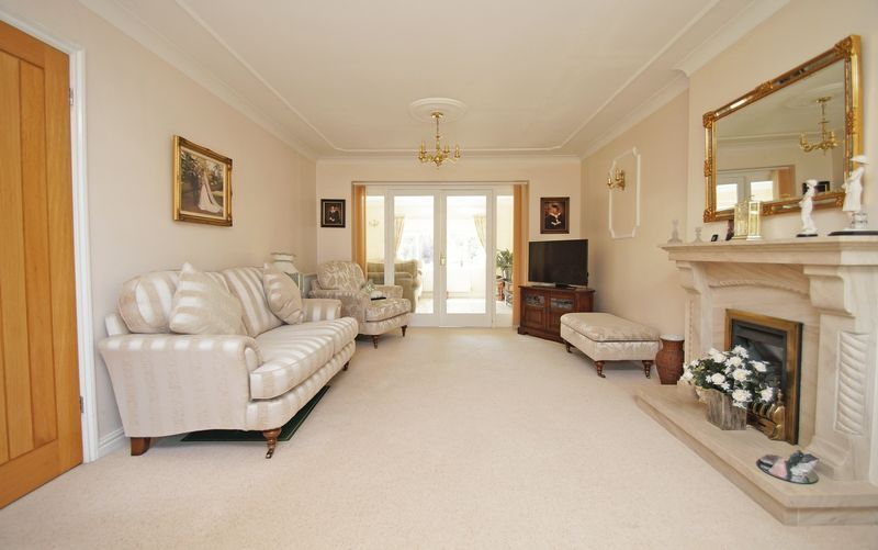 5 bed house for sale in Bridgnorth Road  - Property Image 3