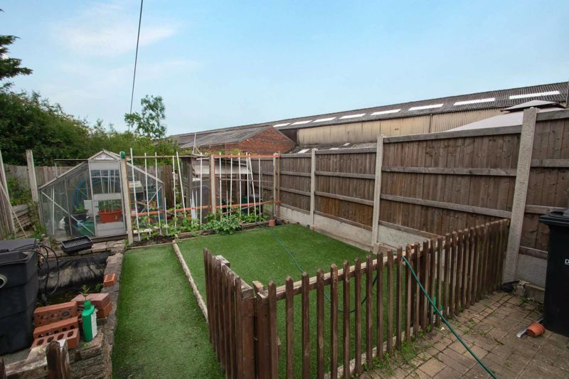 2 bed house for sale in Thorns Road 12