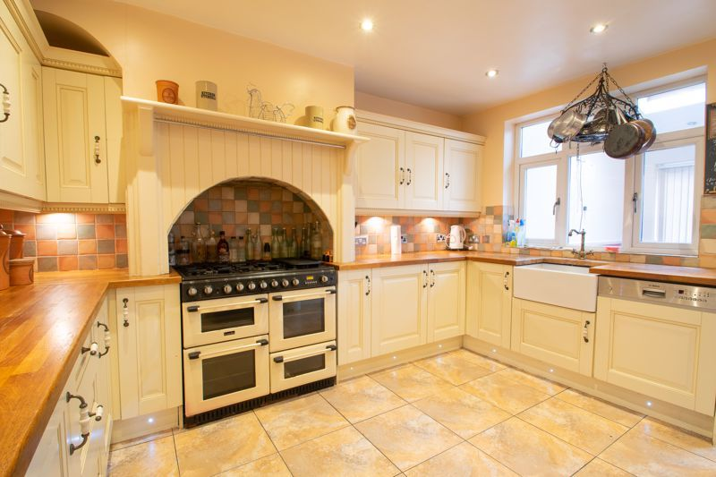 2 bed house for sale in Thorns Road 3