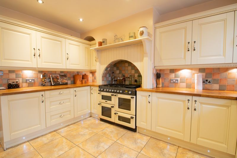2 bed house for sale in Thorns Road  - Property Image 4