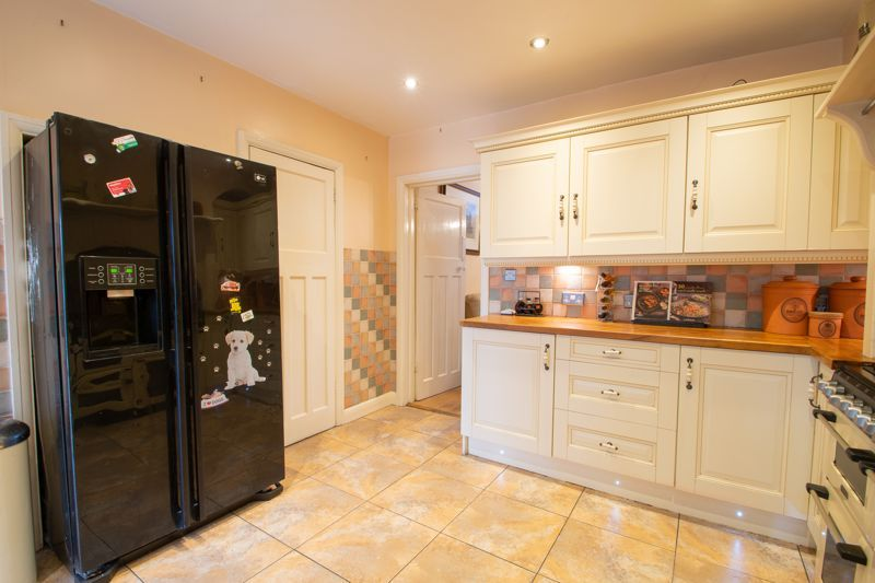 2 bed house for sale in Thorns Road 5