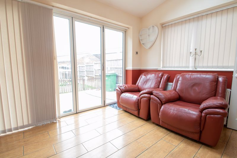 2 bed house for sale in Thorns Road 6
