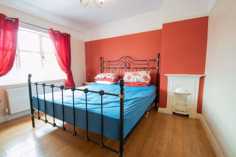 2 bed house for sale in Thorns Road 7
