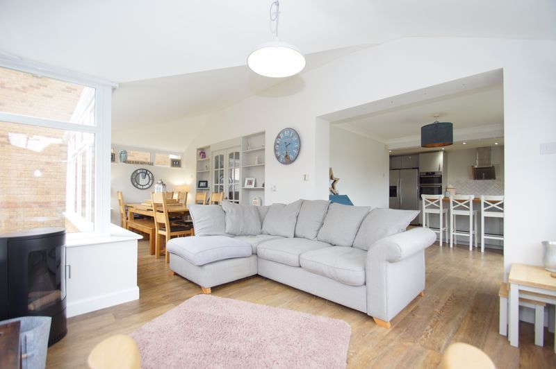 5 bed house for sale in Parklands Close  - Property Image 2