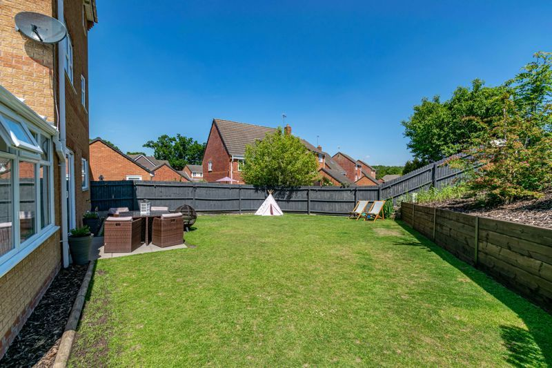 5 bed house for sale in Parklands Close 15