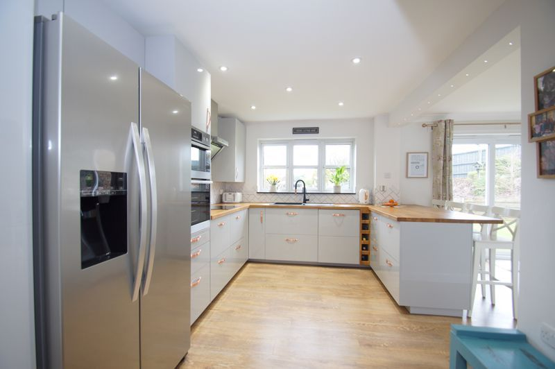 5 bed house for sale in Parklands Close 3