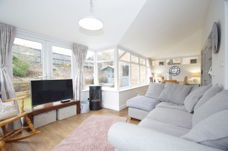 5 bed house for sale in Parklands Close 4