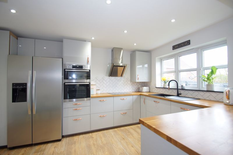 5 bed house for sale in Parklands Close 7
