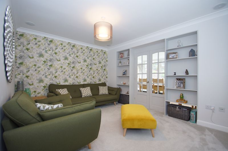 5 bed house for sale in Parklands Close 8