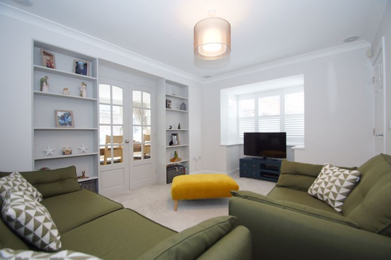5 bed house for sale in Parklands Close 9