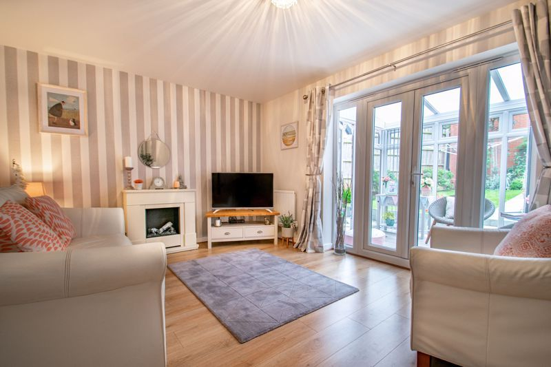 4 bed house for sale in Elrington Close  - Property Image 2