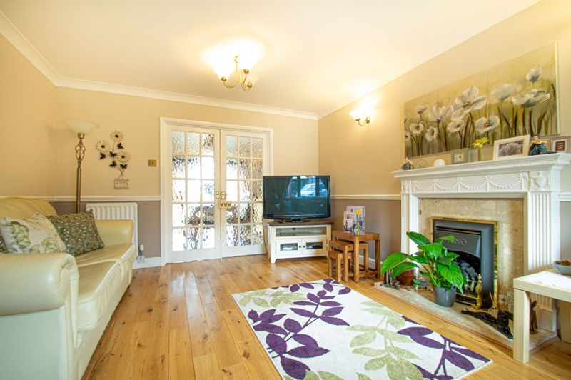 4 bed house for sale in Western Hill Close 2
