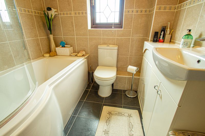 4 bed house for sale in Western Hill Close 12