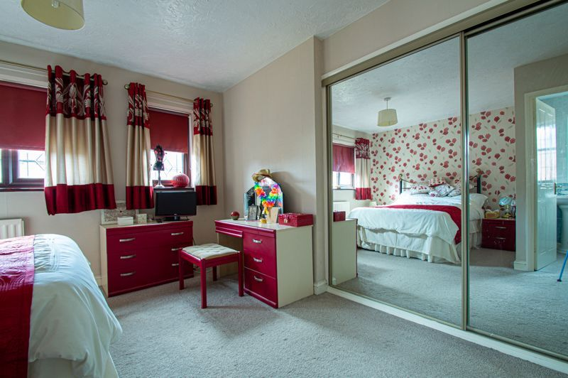 4 bed house for sale in Western Hill Close 18