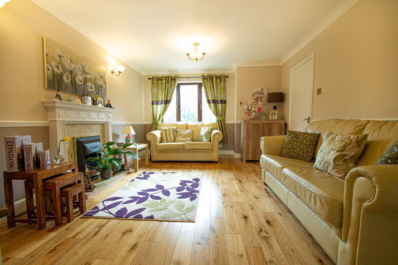 4 bed house for sale in Western Hill Close  - Property Image 3