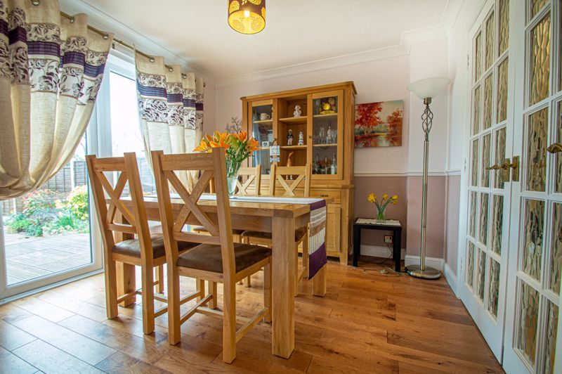 4 bed house for sale in Western Hill Close 4