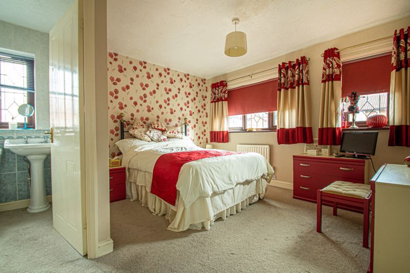 4 bed house for sale in Western Hill Close  - Property Image 8