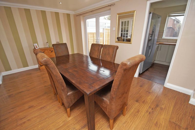 4 bed house for sale in Meriden Close 3