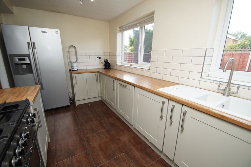 4 bed house for sale in Meriden Close 8