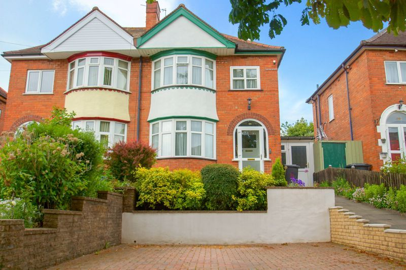 3 bed house for sale in Clive Road 1