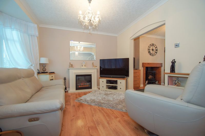 3 bed house for sale in Clive Road 4