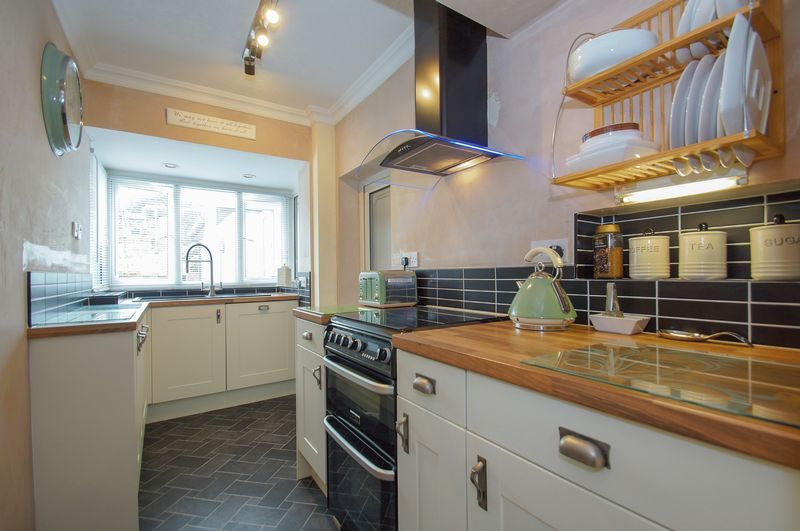 3 bed house for sale in Clive Road 7