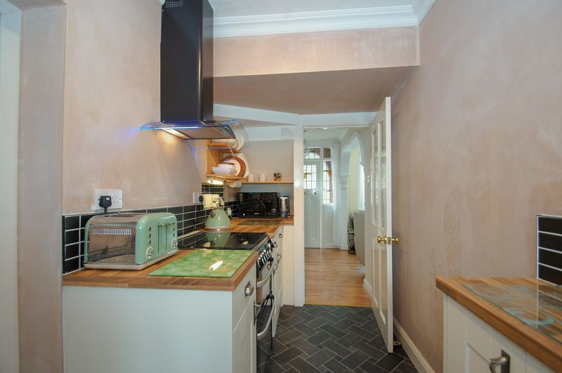 3 bed house for sale in Clive Road 8