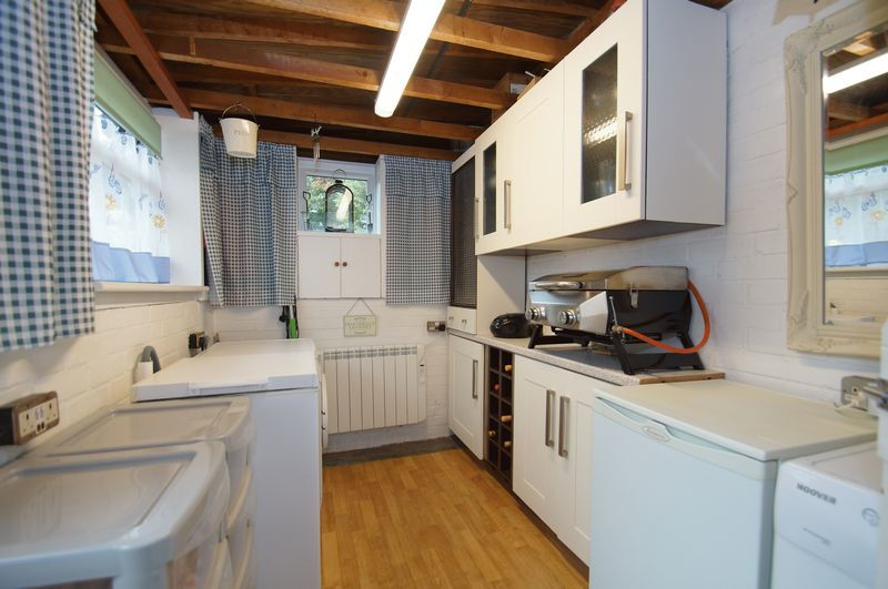 3 bed house for sale in Clive Road  - Property Image 10