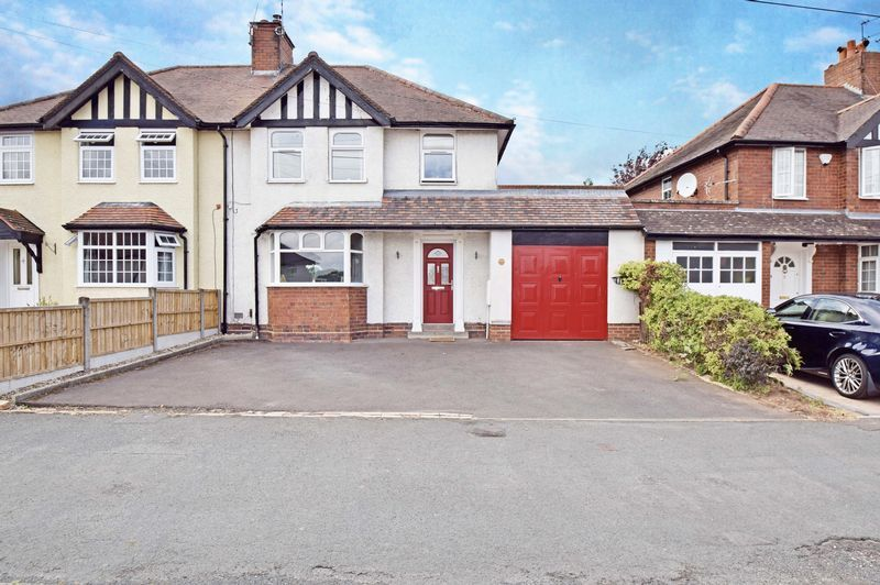 3 bed house for sale in Lady Greys Walk - Property Image 1