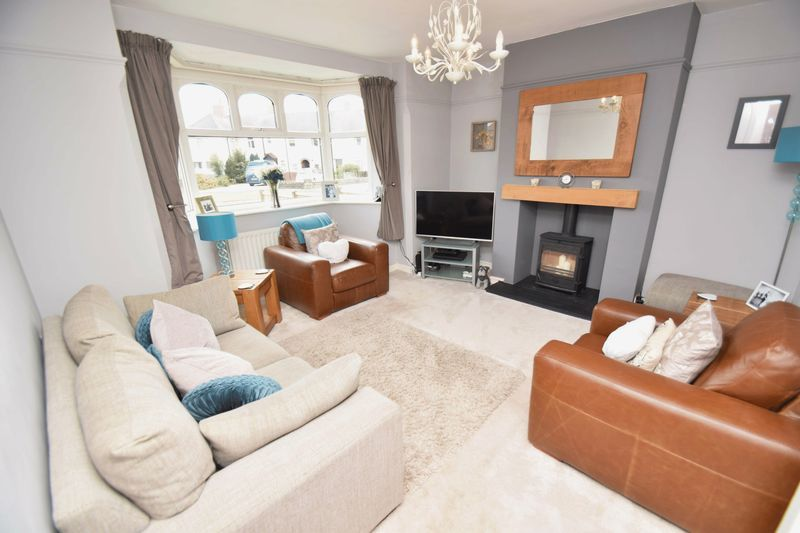 3 bed house for sale in Lady Greys Walk 3