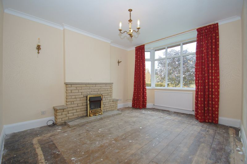 3 bed house for sale in Chequers Lane  - Property Image 2