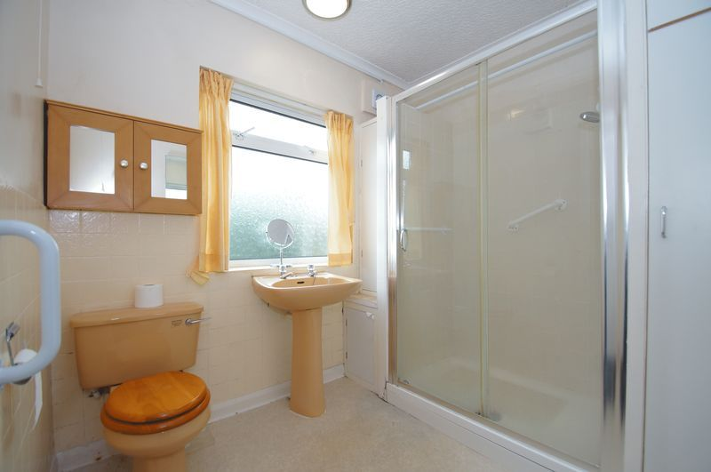 3 bed house for sale in Chequers Lane 11