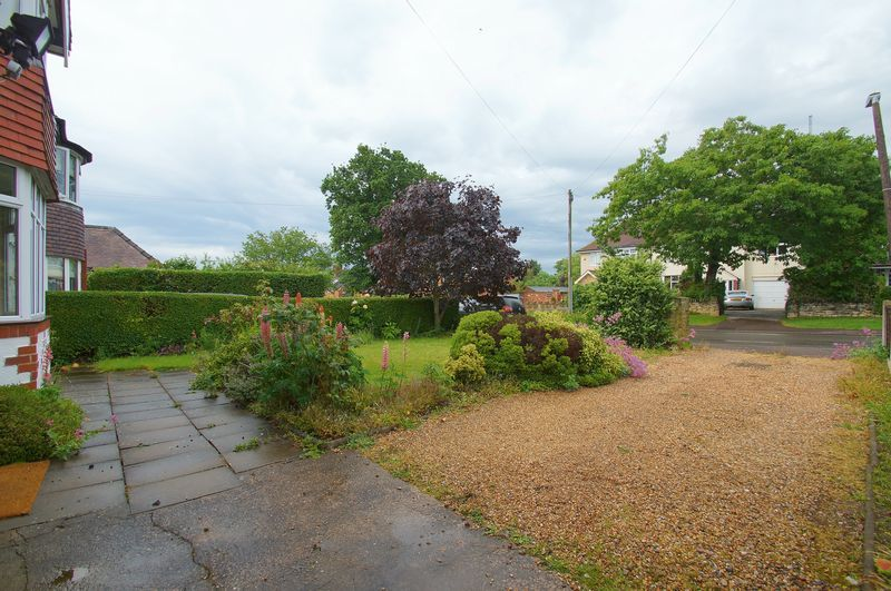 3 bed house for sale in Chequers Lane 13