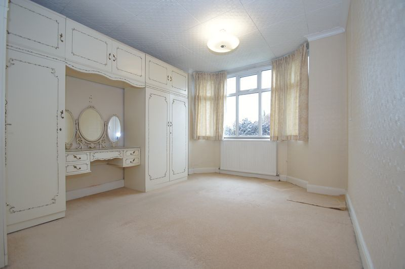 3 bed house for sale in Chequers Lane 8
