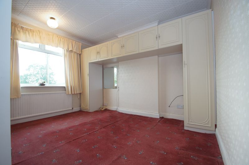 3 bed house for sale in Chequers Lane 9